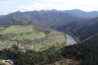 Pohľad smerom na Starhrad a Domašinský meander