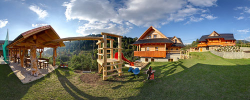 Die Hütte Rajnoha mit Kinderspielplatz und Kamin